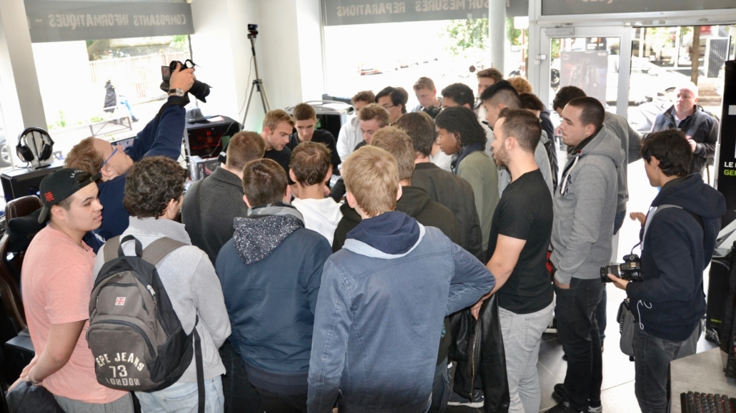 AMD Threadripper Experiential - Crowd
